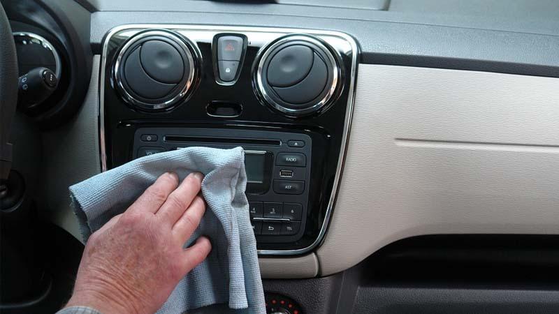 Errores comunes al limpiar el auto