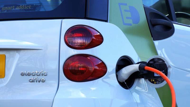 Viajar en un auto eléctrico es más barato